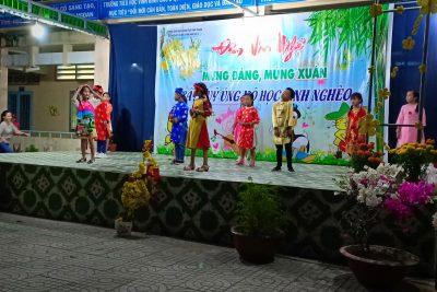 Văn nghệ mừng Đảng, mừng Xuân, gây quỹ hỗ trợ cho HS nghèo, khó khăn ăn tết